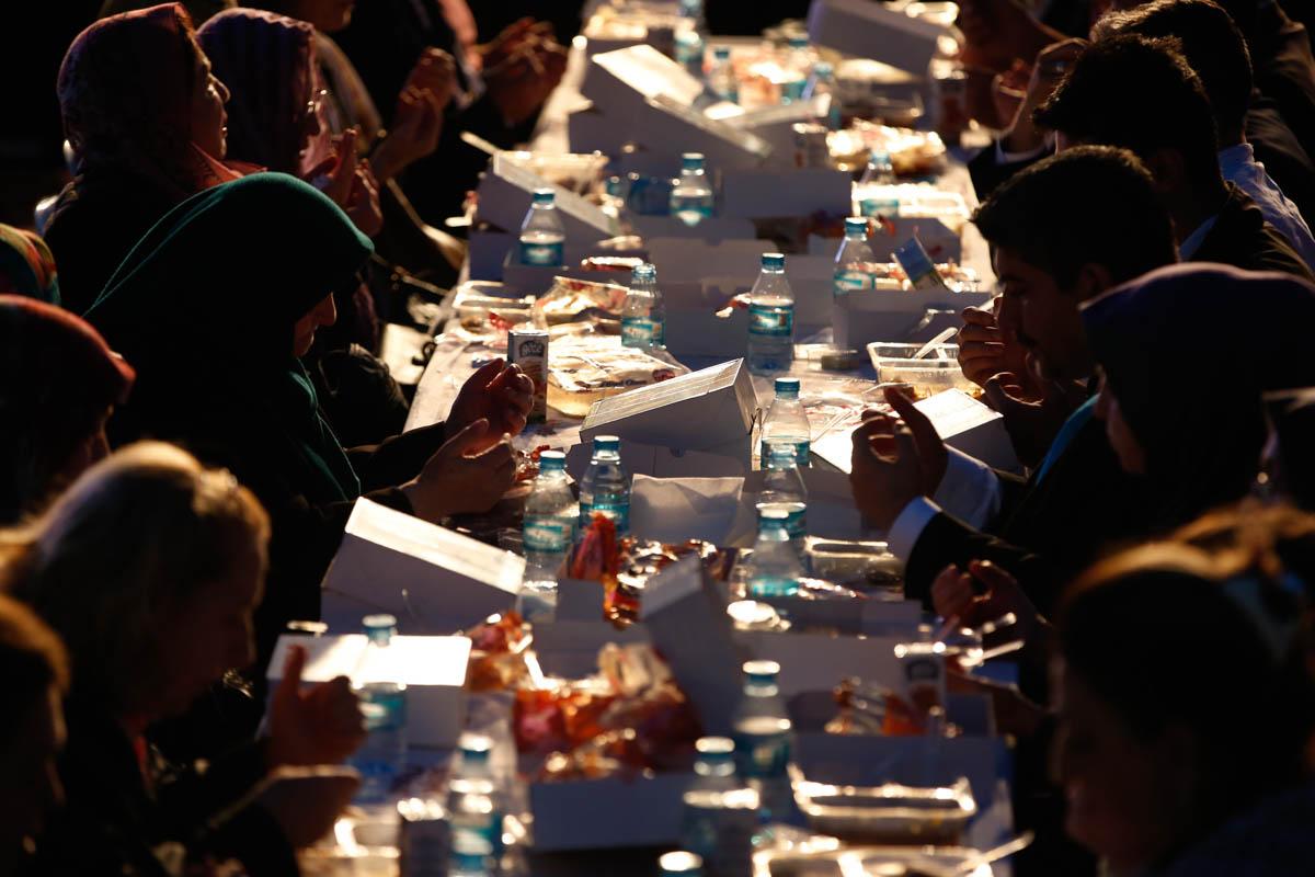 Muslim charity helps Italy deal with crisis (Liefdadigheid Moslims helpt Italië met crisis)